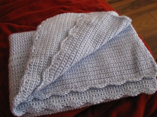 My Scalloped Baby Blanket for the Ckalieys